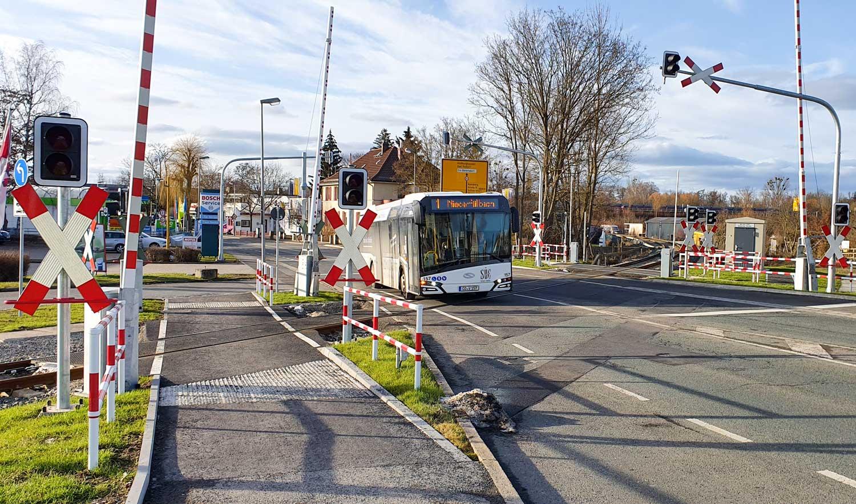 Bahnübergang an der Rodacher Straße, die Schranke ist offen
